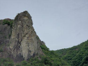 「百丈岩」